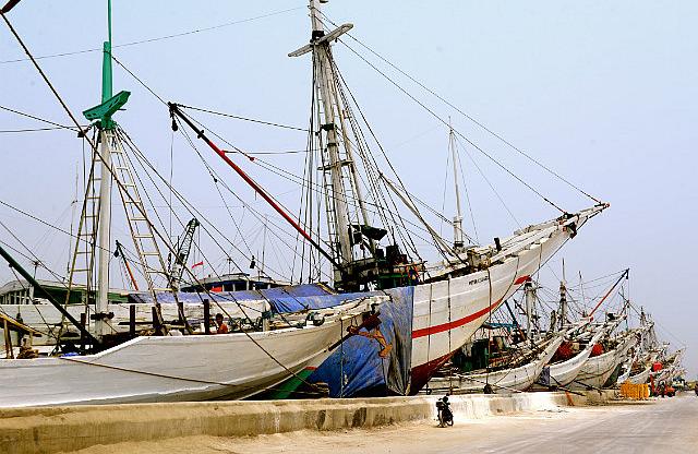 2.1381445110.the-sailboats