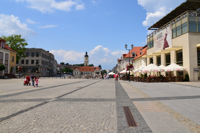 1.1372636800.bialystok-square-which-comes-alive-at-night