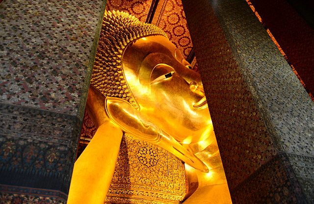 3.1385299467.a-glimpse-of-the-gigantic-reclining-buddha-at-