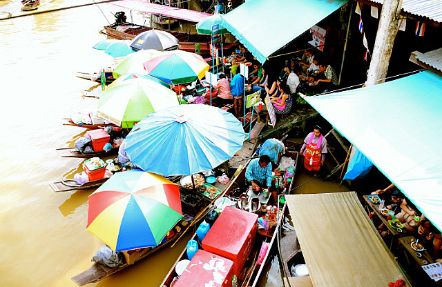 3.1385343574.amphawa-floating-market