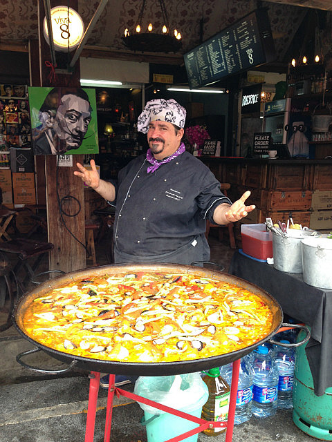 3.1385376708.paella-seller-in-the-middle-of-chatuchak-marke
