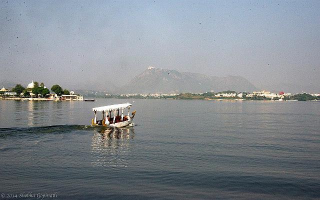 7.1415145600.lake-pichola