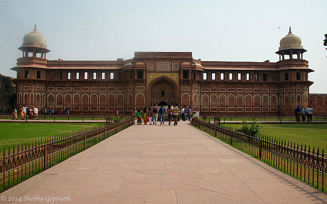7.1415404800.1-red-fort-of-agra